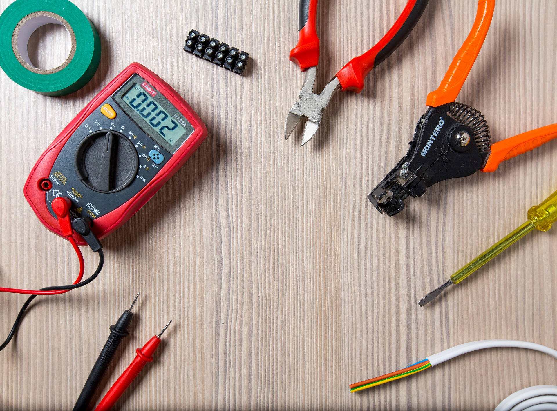 Calling an Emergency Electrician In Melbourne? Do These Steps First!